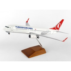 B737-800 Turkish Airlines W/Gear & Wood Stand Desktop Display 1/100