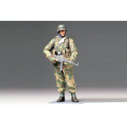 WWII GERMAN INFANTRYMAN 1/16 Scale