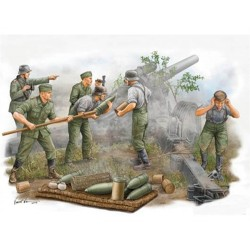 German Field Howitzer Gun Crew (firing) 1/35 Scale Kit