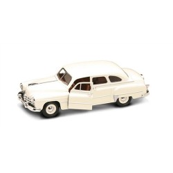 GAZ-12 ZIM White 1/24 Scale Kit