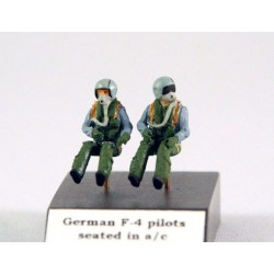 2X German F-4 Pilots  Kit without Base Stand 1/72