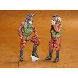 Japanese Navy Pilots Ww2 (2 Figures) 1/32 Kit .Needs Assembly & Painting.