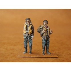 Raf Pilots Before Flight Ww2 (2 Figures) 1/48 Kit .Needs Assembly & Painting.
